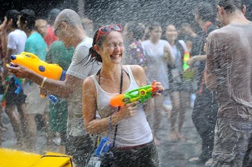 Khô hạn khiến lễ hội té nước rút ngắn thời gian